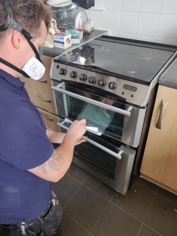 checking door seal on gas cooker